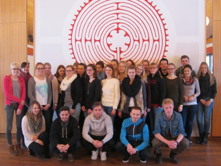 Gruppenfoto vor dem Labyrinth