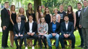 Die Absolventen der Fachoberschule Wirtschaft (FOS 12 a). (c) Foto: PicPenSAG BBS Melle