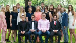 Die Absolventen der Fachoberschule Wirtschaft (FOS 12 b). (c) Foto: PicPenSAG BBS Melle