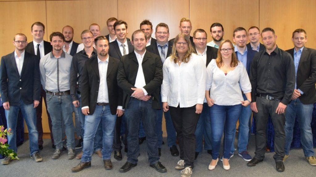 Die Absolventen des 23. Jahrgangs der Fachschule Holztechnik. (c) Foto: Jonas Hegen