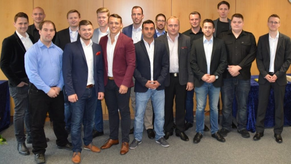 Die Absolventen der Fachschule Metallbautechnik. (c) Foto: Jonas Hegen